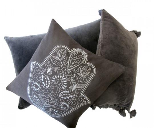 By Living Cph Grey Hamsa Velvet pude 60x40cm