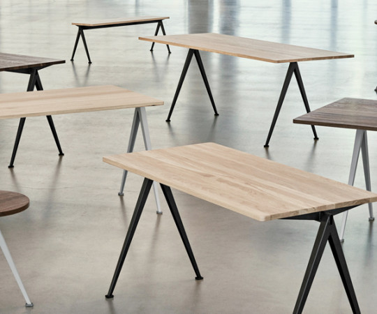 HAY Pyramid Table 01 - Skrivebord - 140x65cm - Beige / Eg Matlak