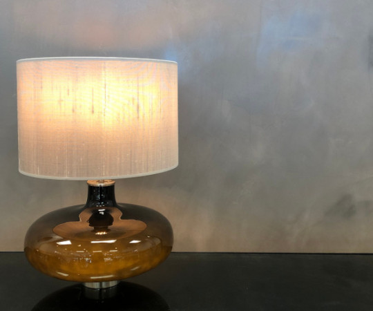 Kate bordlampe - sølvgrå silke skærm