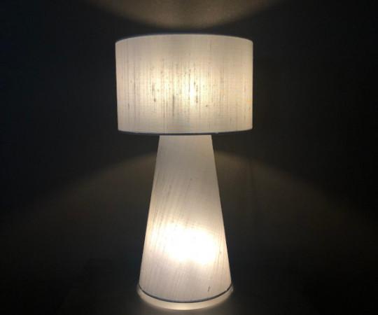 Saralu Silk bordlampe - sølvgrå