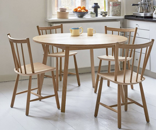 Hay Triangle Leg Table Dia. 110 cm. - Klar Lak