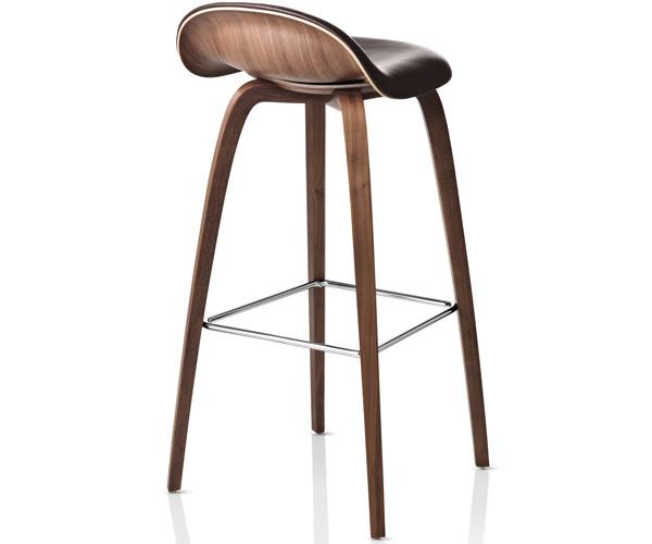 gubi barstol Gubi 32D barstol   frontpolster med træstel   Sort Sierra Læder  gubi barstol